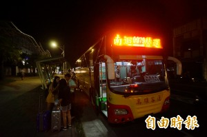 南迴電氣化夜間施工 替代客運挨批指引不佳