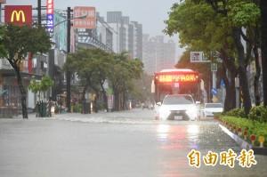 放寬補助標準   淹水50公分以下及泡水汽機車發慰助金