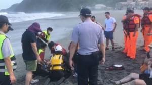 宜蘭南澳海灘浪捲妻兒 丈夫悲痛「老天爺不公平啊」