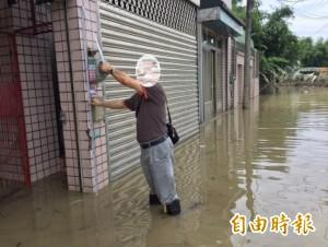 南市淹水受災戶逾1萬2千户 首批救助金可望下週發放