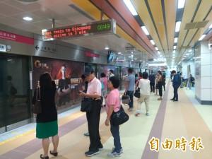 高捷R11高雄車站永久站啟用 首日秩序正常