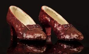 失竊13年 《綠野仙蹤》女主角紅鞋找到了