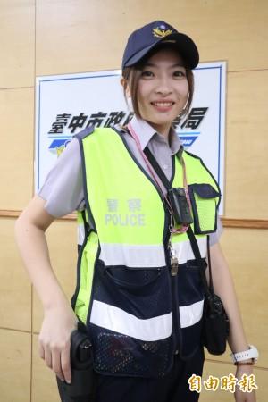 鋼琴老師當女警 模特兒外型執勤成亮點