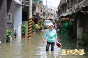 永康中華路民宅驟雨大淹水 疑私設箱涵崩塌釀禍