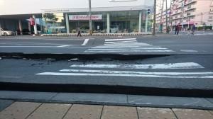 北海道6.7強震 道路隆起崩裂嚇壞民眾