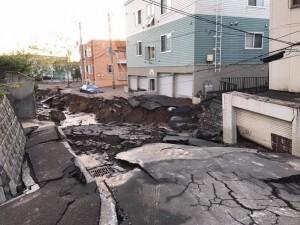 札幌出現土壤液化  房屋歪斜、路面下陷景象驚人...
