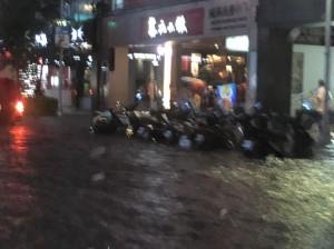台北市上百處積水 北市府:預期不會停班課