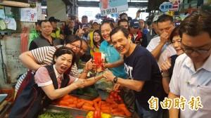 新竹市長選舉 馬英九陪許明財走訪市場拜票
