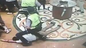 KTV內酒客亂鬥 警快打逮捕5人