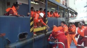 工作船故障34名船員受困   海巡破浪急救援