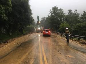 陽金公路磺溪橋段山洪暴發   土石坍方、單線通車