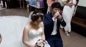 結婚「奉茶」當敬酒一口乾了...網友笑:「下次」改進