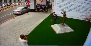 日人用腳踹慰安婦?國民黨台南參選人要求下跪道歉