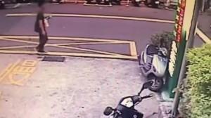 假意滑手機碰撞襲胸 涉案男子辯稱「不小心」