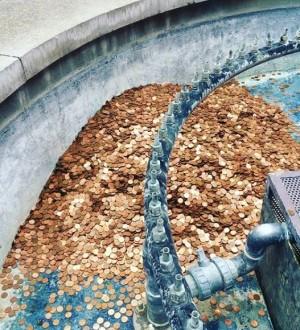 藝術家做人性實驗 公共噴泉放10萬枚硬幣一天被偷光