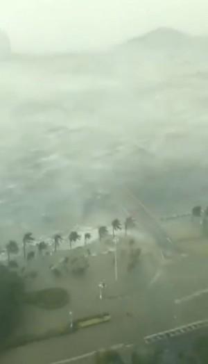港珠澳大橋珠海端淹沒 驚人「山竹」吹晃整棟大樓