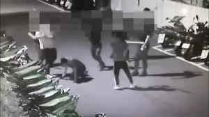 砸車結怨相約談判  22人巷內亂鬥全遭逮