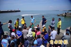 枋寮漁港出海口清淤 漁民抗議:工程不良 害10多艘漁船送修