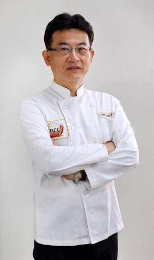 吳寶春師傅黃昌裕 茶香蜂蜜月餅捐公益