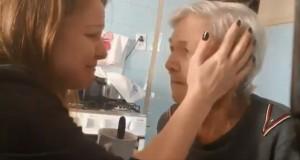 癡呆症老奶奶認出女兒 一句「我愛你」讓女兒淚崩