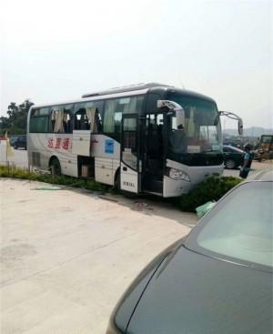砸玻璃威脅巴士司機 中國男子竟割頸自殺亡