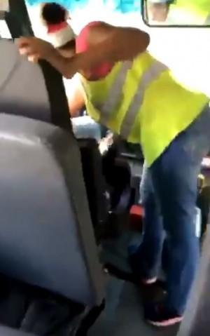 罔顧安全!美校車司機竟教11歲學童開車上路