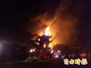 岡山鐵皮屋倉庫大火 旁邊媽祖廟也遭殃