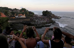 遊客穿太辣! 峇里島擬禁著比基尼參觀神聖遺址