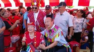 韓國瑜現身原住民豐年祭 提十項原民政見