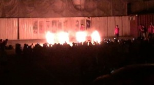 荒唐大學生「拜火」鬼叫!居民怒批:學校裝死、警察沒轍
