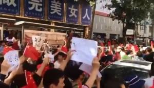 各地串連抗議!中國P2P倒閉風暴 上海鬧區爆警民衝突