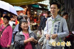 鄭朝方為立委媽媽導覽竹東市場 暢談「營養午餐2.0」