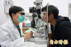 醫病》視力驟降至0.1  眼中風險失明