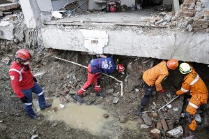 印尼強震海嘯滿一週 倒塌飯店內偵測到生命跡象