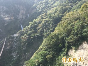 全台最驚險雙龍景觀吊橋 拚月底上樑、春節前啟用