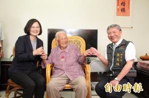 和小英打勾勾 101歲人瑞阿嬤「我會等總統再來!」