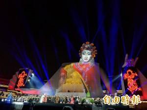 超震撼!衛武營明開幕 32米高歌仔戲女旦光影秀搶先曝光