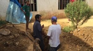 委內瑞拉通膨嚴重 民眾窮到自己挖洞安葬死者