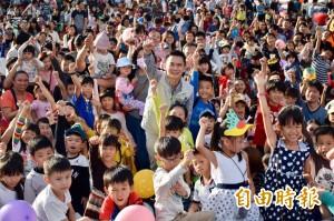 新世代照顧下一代 鄭朝方承諾打造河濱親子園地