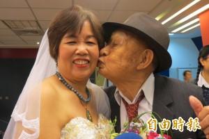 正港老派婚禮!104歲人瑞新郎圓夢 新娘:感覺很幸福