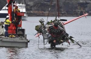 太愛拍照惹禍?!墜機釀6死 肇因竟是乘客的手...