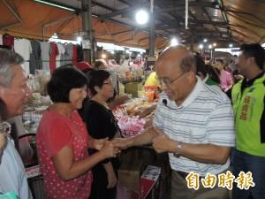 「衝、衝、衝」!蘇貞昌母雞帶小雞 晨起市場拜票拚人氣