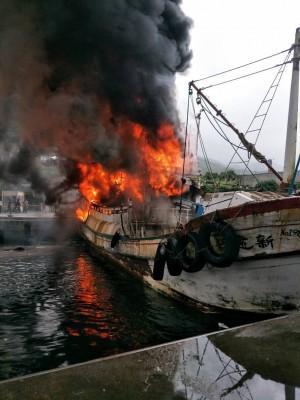 宜蘭大溪漁港火燒漁船 2外勞救火受傷