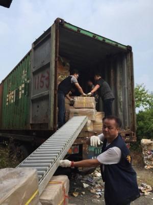 市價2000萬私菸藏回收物貨櫃 海巡與警國道攔截