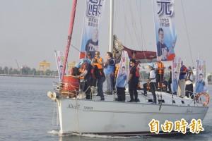 搭遊艇暢遊興達港 韓國瑜笑稱:來幫王世堅找跳海的地方
