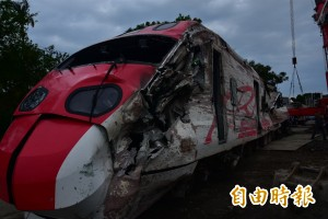 普悠瑪翻覆越近車頭越嚴重! 消防員憶:大多重傷、身亡