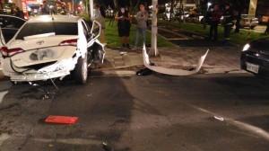 UBER違規左轉遭轎車撞 女乘客噴飛車外