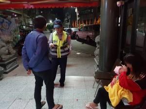 探親卻遺失錢包  員警與警友站伸援