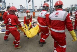 印尼獅航空難已尋獲34遺體 當局下令檢查同型飛機