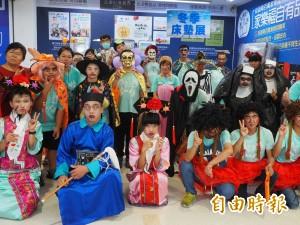 台東智協學員搞怪裝扮 到長期協助店家「不給糖就搗蛋」